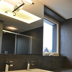 bathroom with stainless steel mosaic